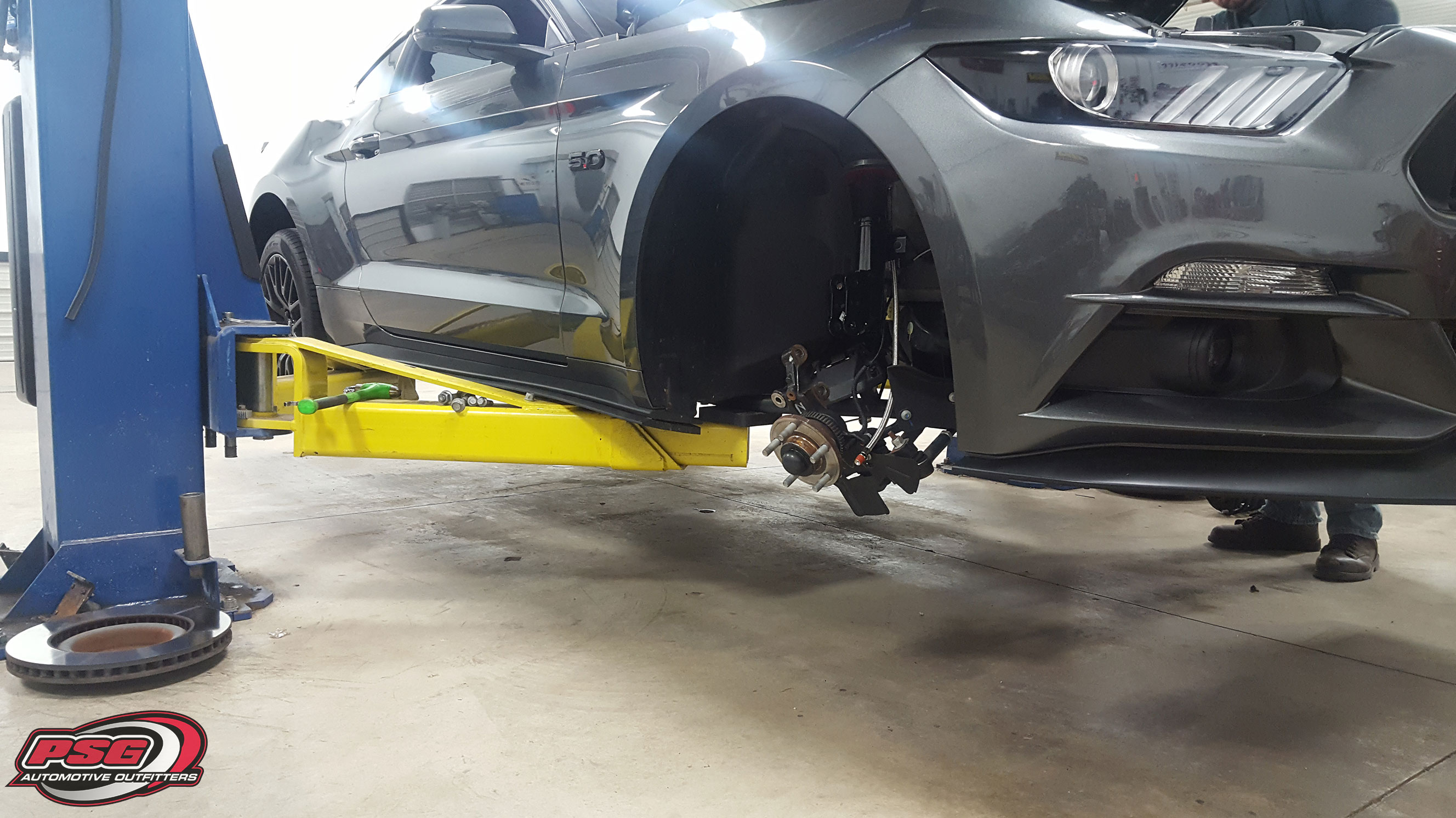 mustang-air-lift-suspension-passenger-side-install